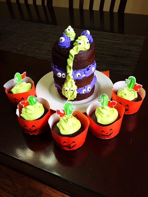 halloween cake and pumpkin cupcakes