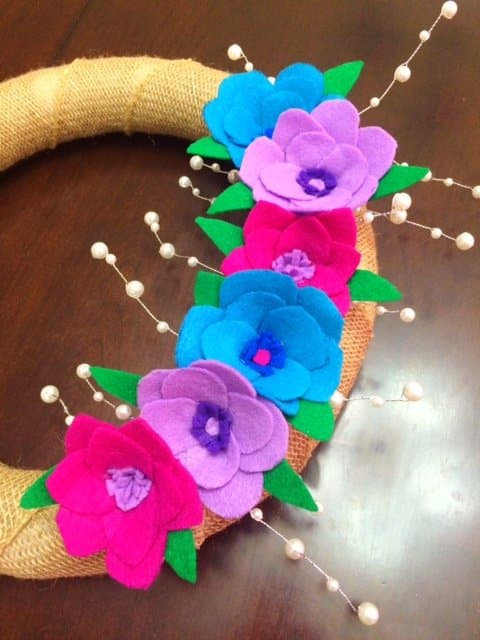 Make this easy and colorful DIY Spring Wreath with Felt Flowers to dress up your front door for spring! The flowers are bright, colorful, and beautiful! #springwreath #wreath #diy #crafts #easywreath