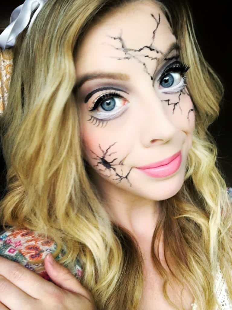 Cracked Porcelain Doll Makeup -These 5 Pretty + Easy Halloween Makeup Looks will inspire you to get creative with your makeup this year for Halloween. From pretty and girly to spooky and scary, these makeup looks are perfect for wearing to all your Halloween parties!