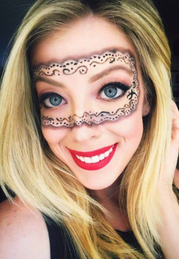Halloween Masquerade Makeup -These 5 Pretty + Easy Halloween Makeup Looks will inspire you to get creative with your makeup this year for Halloween. From pretty and girly to spooky and scary, these makeup looks are perfect for wearing to all your Halloween parties!