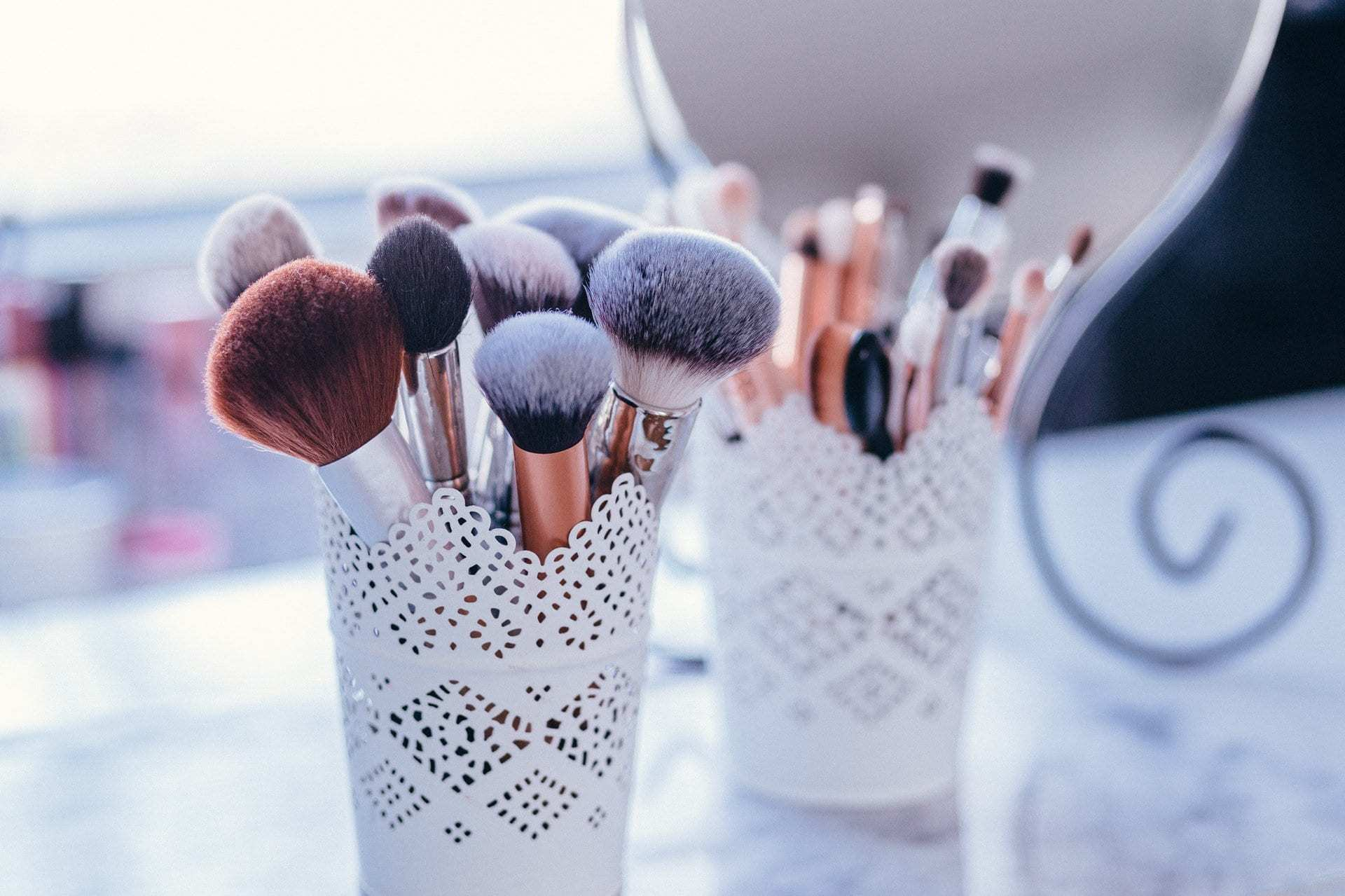 Curious on which makeup brushes you really need? Check out this ultimate makeup brush guide with a beginner's guide to makeup brushes, how to use them, and the best affordable makeup brushes!