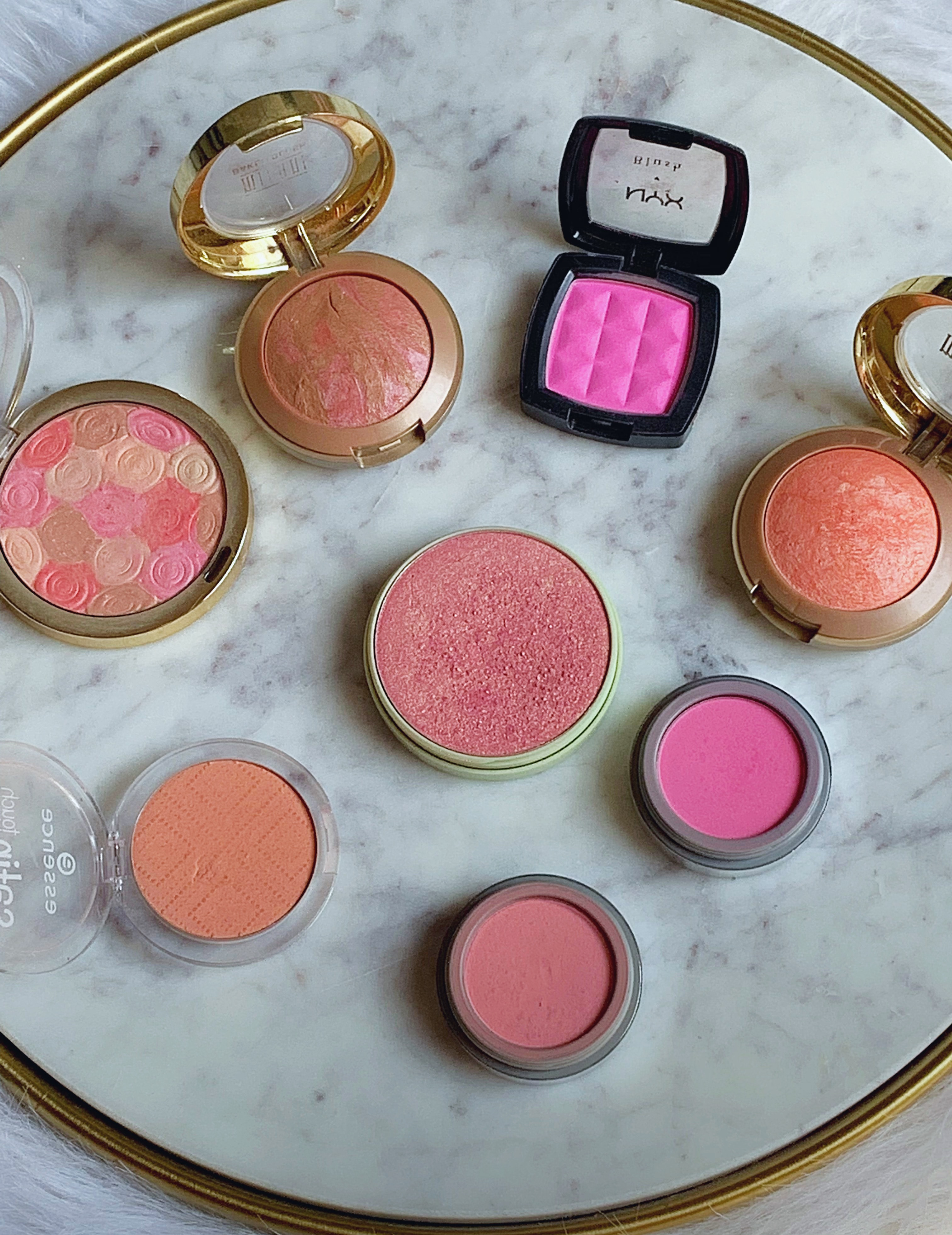 On the hunt for the best affordable blush? Check out the 10 Best Drugstore Blushes Under $10! You'll love these gorgeous matte, cream, and shimmer blushes that add a natural glow and pretty color to the cheeks. #drugstoreblush #drugstoremakeup #blush #makeup