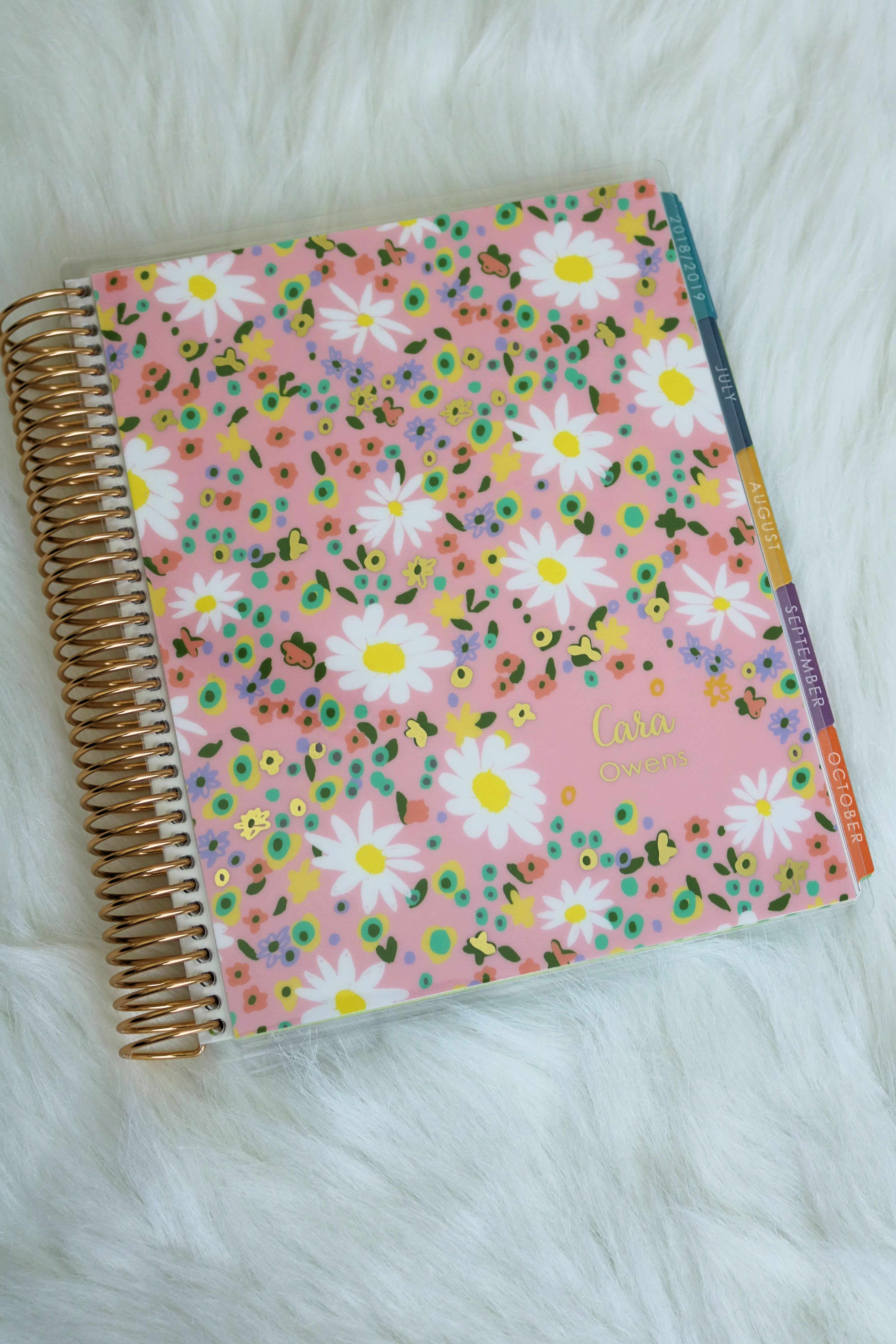 Wondering if the Erin Condren Life Planner is right for you? Check out my full review + how to customize and use it for your organizational needs. #erincondren #planner