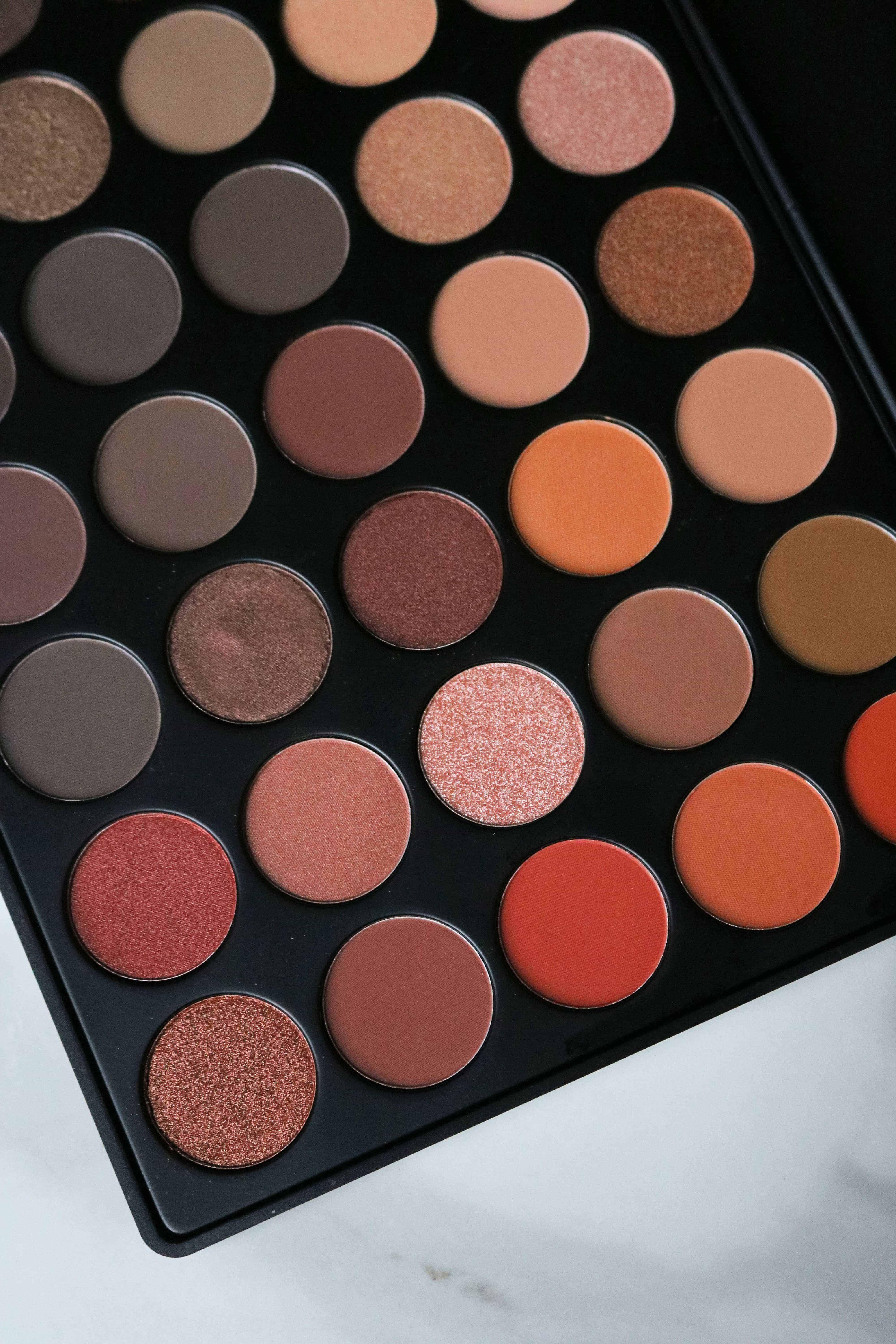 Featuring bold and beautiful colors, the Morphe 350 Nature Glow Palette is the perfect eyeshadow palette for creating gorgeous looks for fall! Check out the full review of one of the best morphe palettes with swatches of all 35 gorgeous shades! #eyeshadowpalette #makeupreview #morphepalette