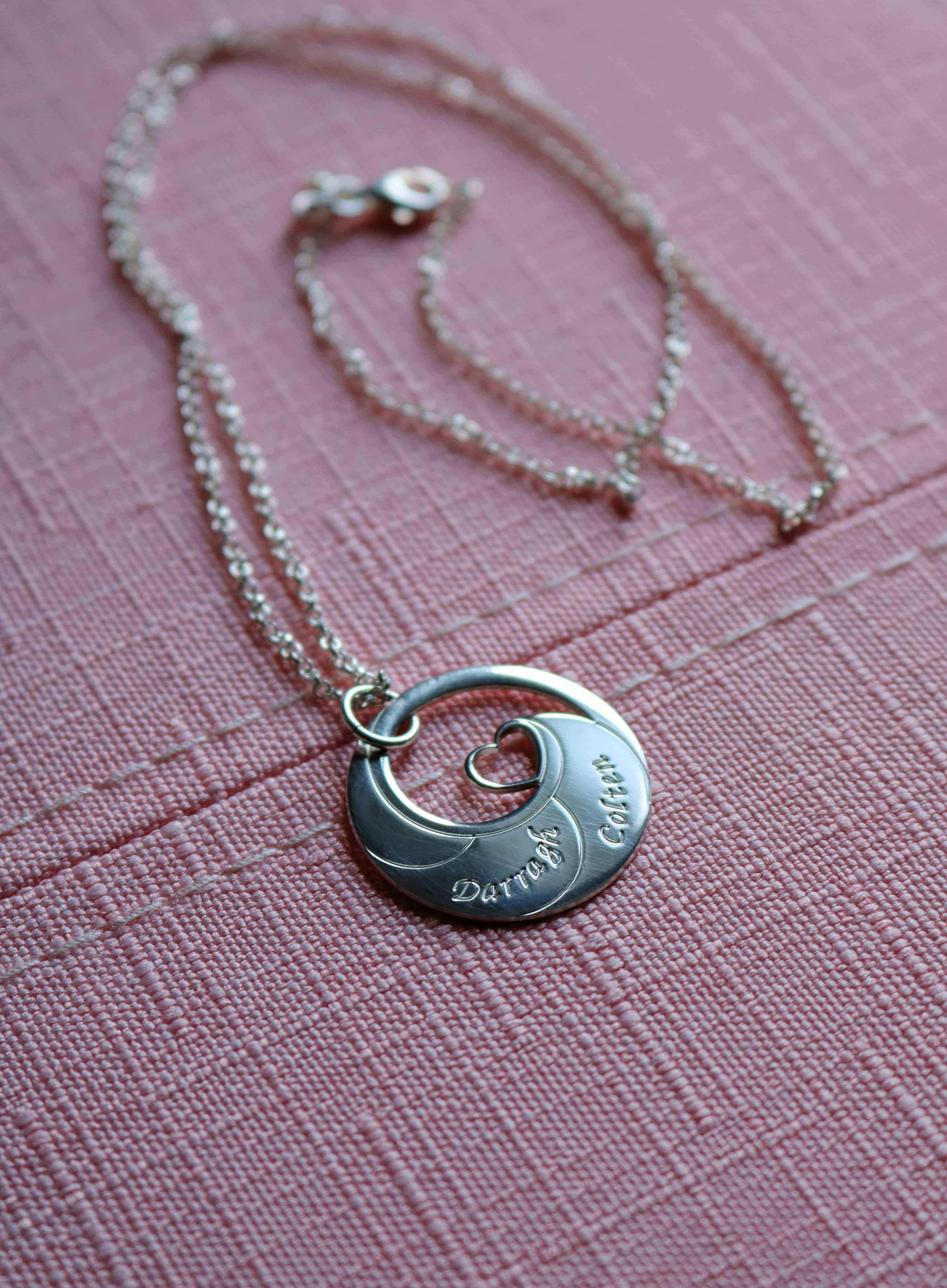 This motherhood necklace featuring engraved names from oNecklace is absolutely gorgeous! It's the perfect gift for any Mom!