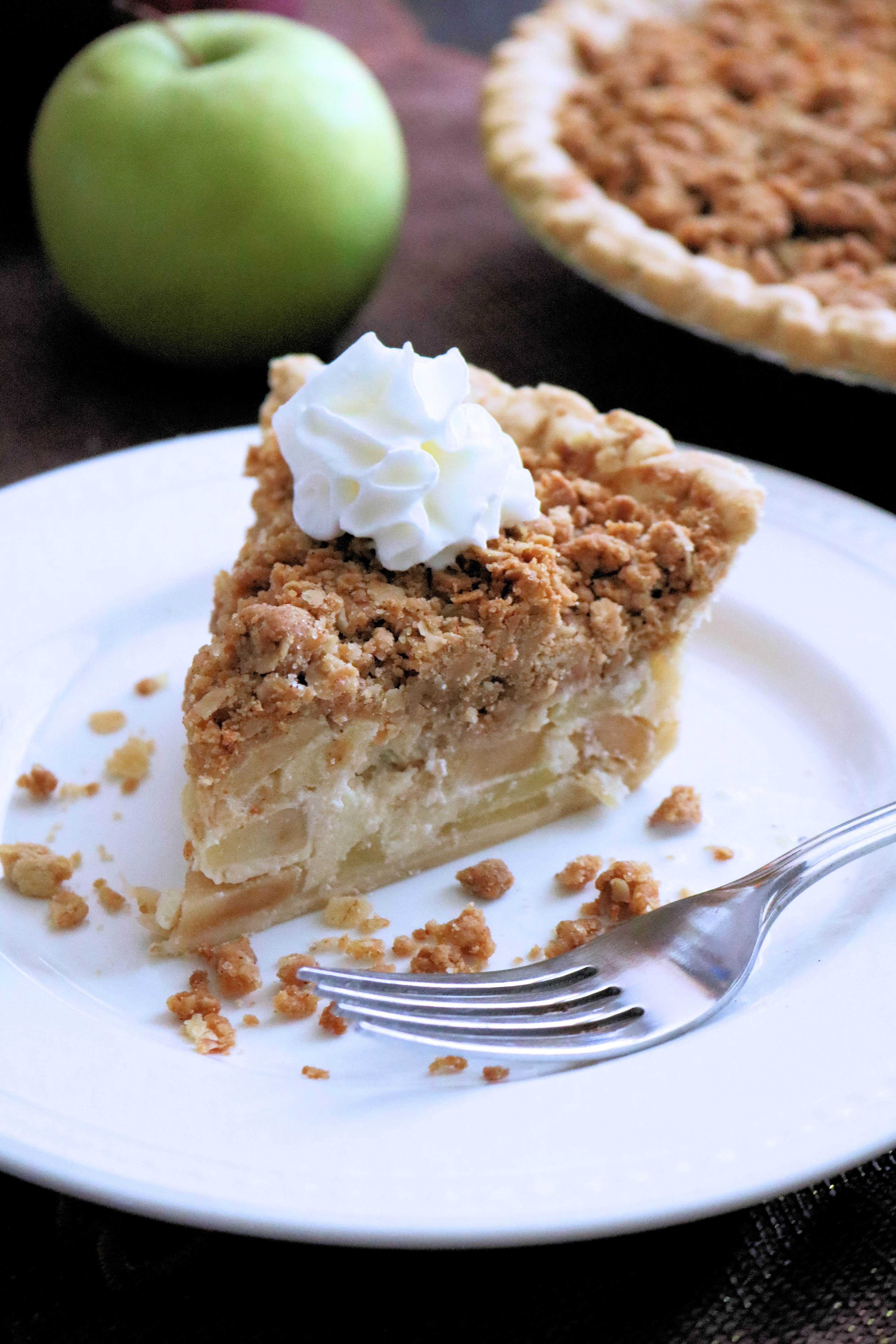 Looking for the best crumb apple pie recipe? Featuring sweet and tart apples and a delicious peanut butter and oats crumble topping this Peanut Butter Apple Crumb Pie is the best apple crumb pie you'll ever eat!#applepie #applepierecipe