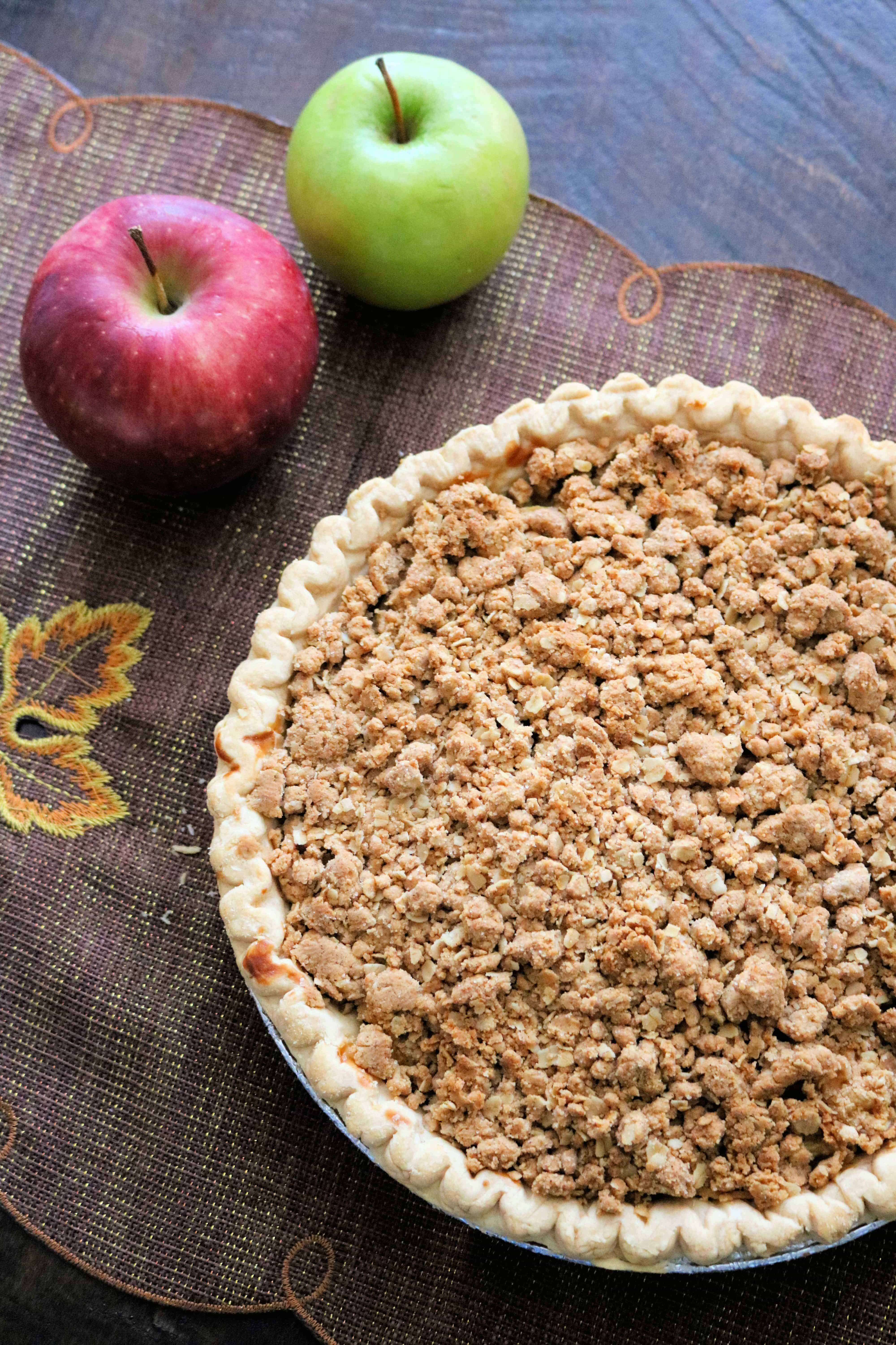 Looking for the best apple crumb pie recipe? This easy homemade Peanut Butter Crumb Apple Pie is made with granny smith apples, red gala apples, and a peanut butter and oats crumble topping for the best peanut butter apple pie you'll ever eat! #applepie #applepierecipe #applecrumbpie #crumbapplepie #peanutbutterapplepie