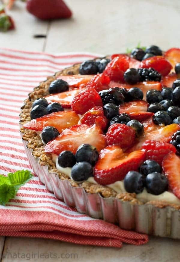 Red White and Blue Berry Fruit Tart - Stay cool this summer with these 30 Delicious and Easy No Bake Summer Desserts with delicious cake, cheesecake, puddings, fruit, graham crackers, cream pies, chocolate, and more! These cold, refreshing, no bake summer desserts are perfect for making for a crowd for a party, and all your family, friends, and kids will love these yummy no bake desserts! #nobake #desserts #summerdesserts