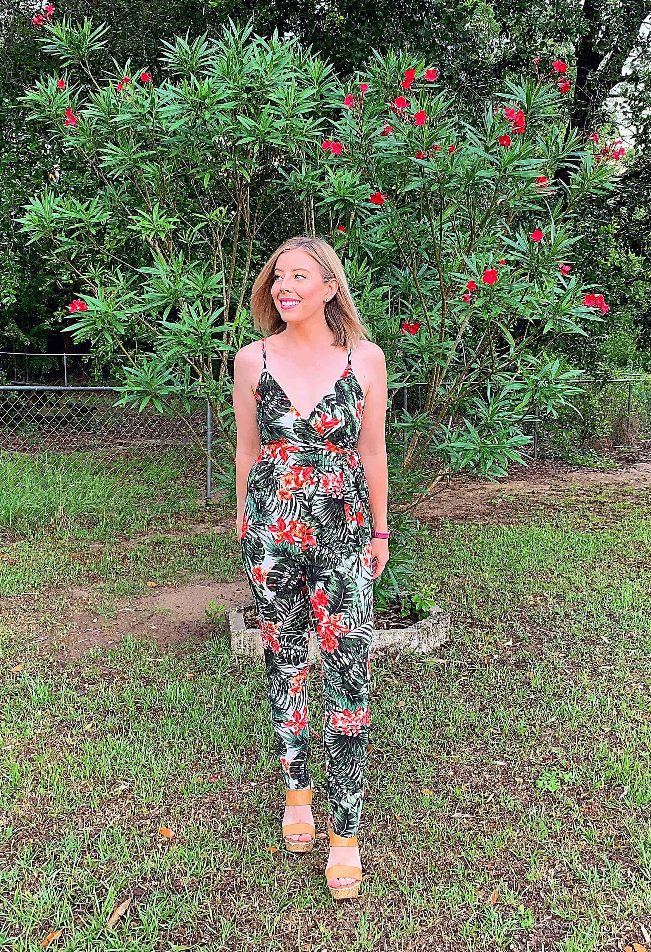 Sharing two cute and affordable summer vacation outfits from Bealls Outlet perfect for wearing on your next beach getaway! Even better they're both under $15! #ad #beallsoutlet #vacationoutfits #summeroutfits