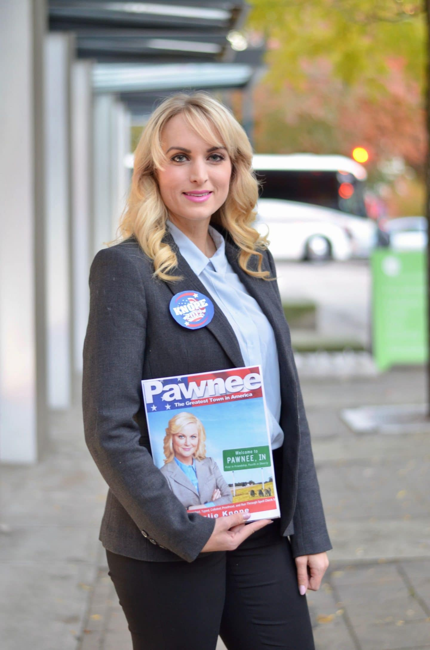 Leslie Knope from Parks & Rec. Halloween Costume - Check out these 40 cute and creative Halloween costume ideas for women, couples, families, and friends! #halloween #halloweencostumes #halloweencostumeideas