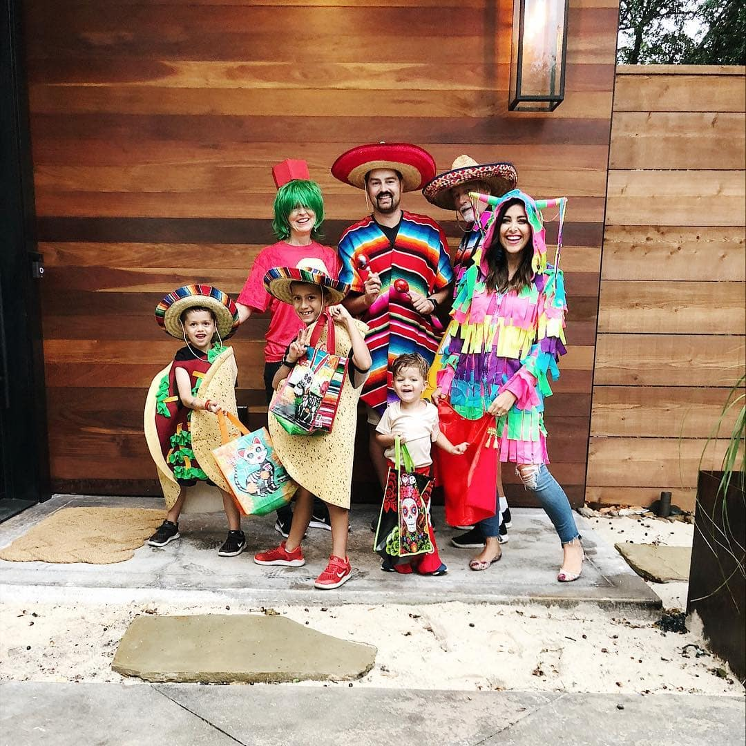 Taco Family Halloween Costumes - Check out these 40 cute and creative Halloween costume ideas for women, couples, families, and friends! #halloween #halloweencostumes #halloweencostumeideas