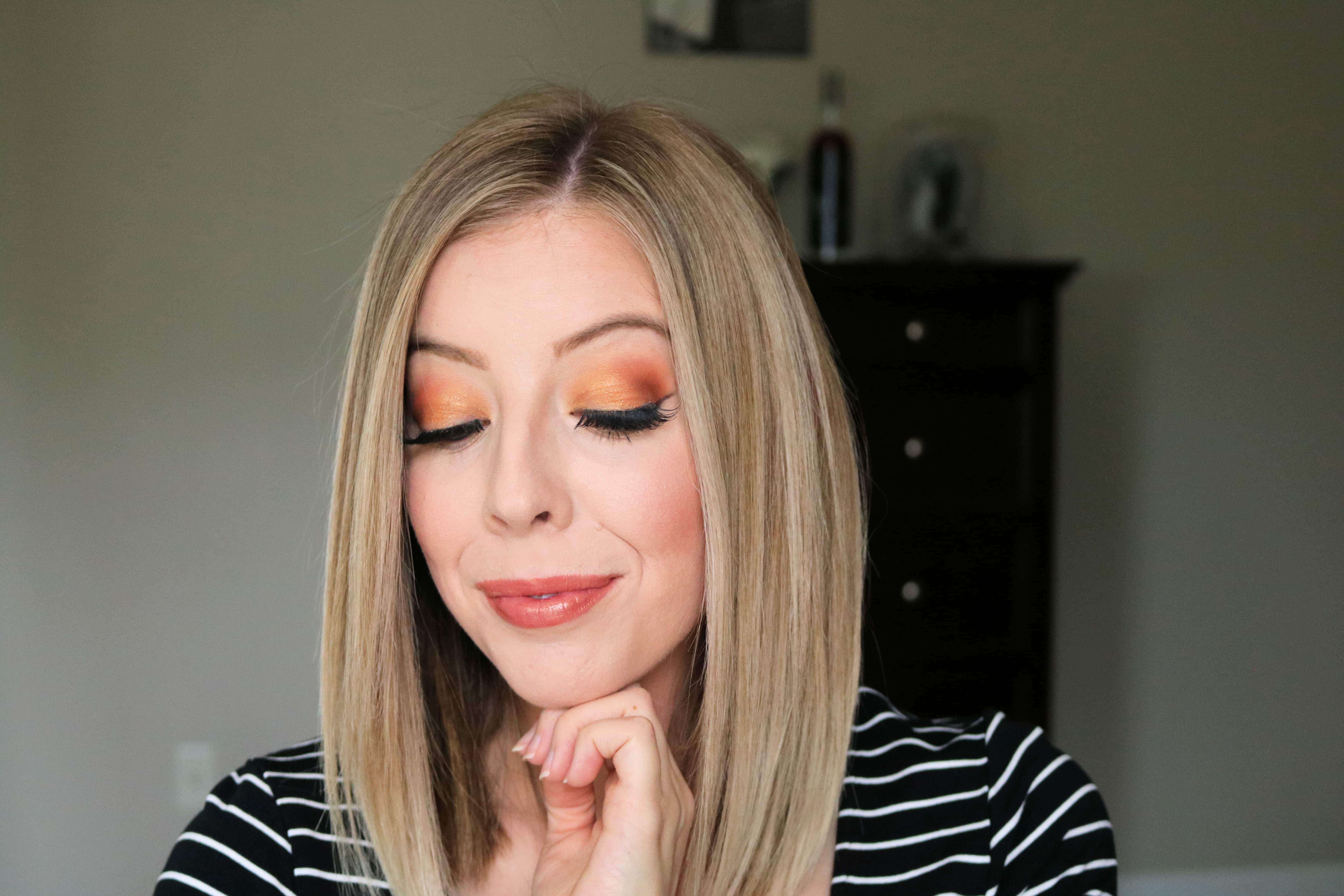 This orange eyeshadow look featuring orange, brown, and gold shades is perfect for Fall! Get the look with my easy eye makeup tutorial! #makeuptutorial #eyemakeup #fallmakeup #orangeeyeshadow
