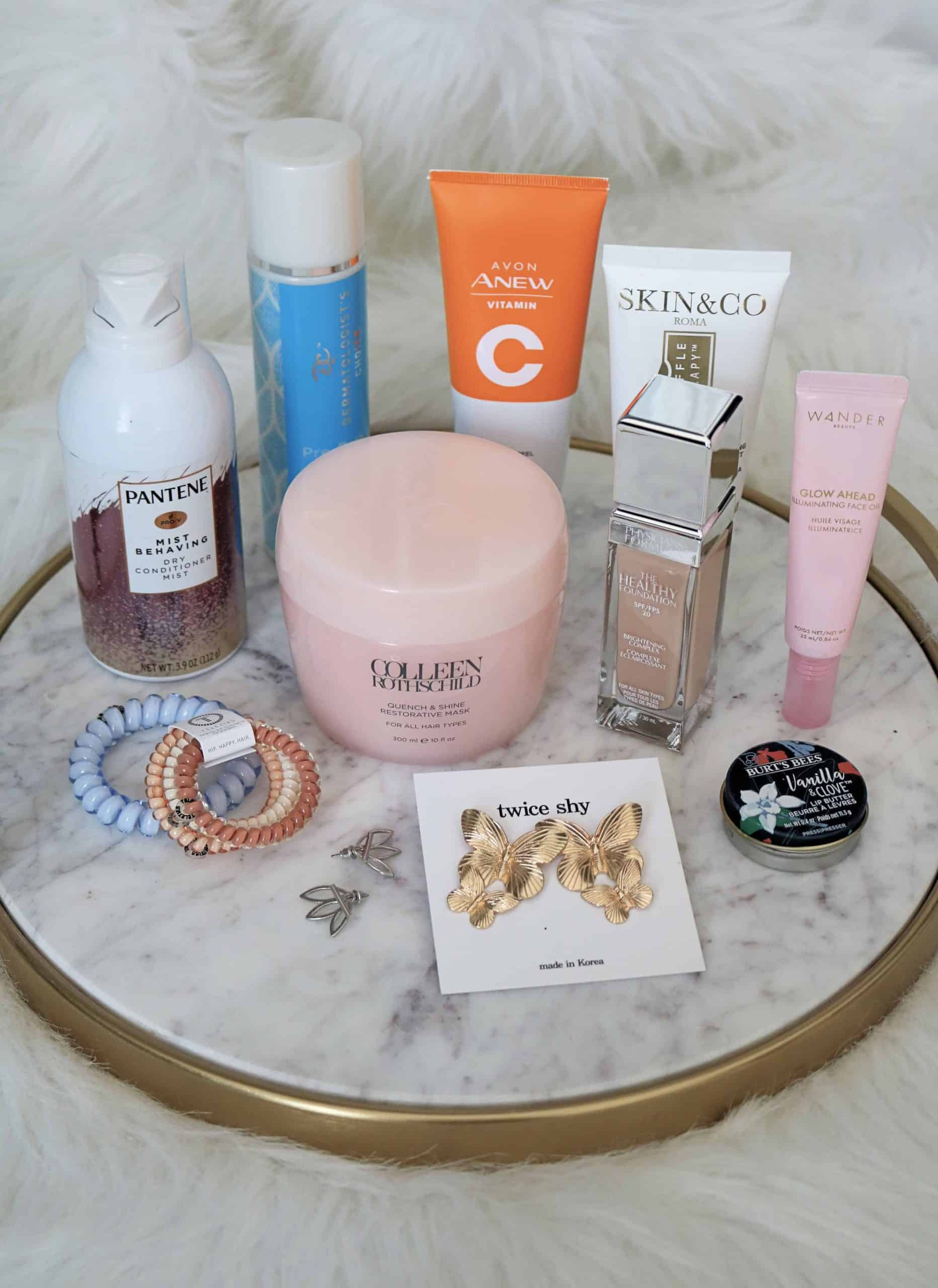 Check out my Fall Beauty and Fashion Favorites including must-have makeup, skincare, and fashion items. You'll want to add these to your beauty collection! #monthlyfavorites #beautyfavorites #makeup #skincare