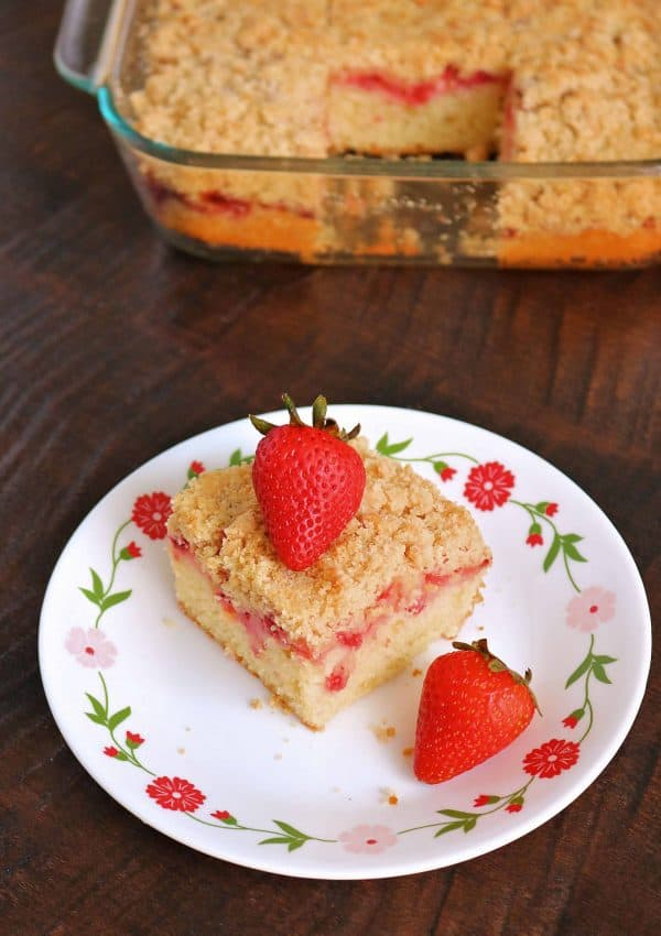 Fresh Strawberry Coffee Cake with Crumb Topping